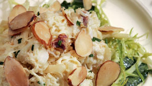 Dungeness crab salad with apples and curried mayonnaise