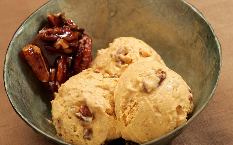 Recipe: Pumpkin pie ice cream with pecan praline ...