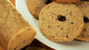 Coffee-walnut cookies