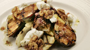 Grilled fig salad