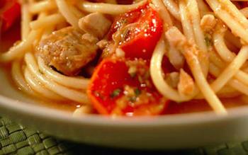 Spaghetti with tuna and cherry tomatoes