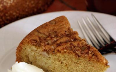 'Igaili (cardamom-saffron sponge cake)