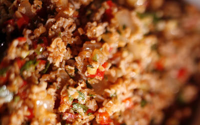 Spicy bulgur salad with sweet peppers and pepper paste