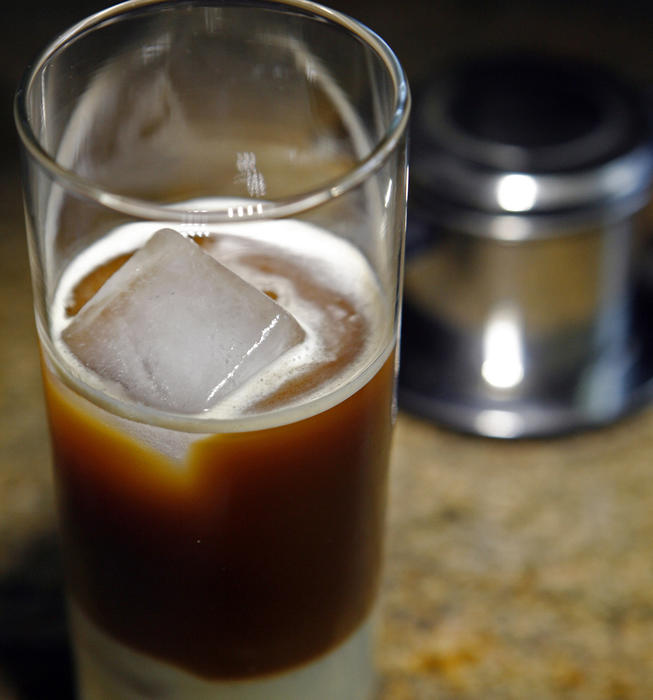 Cafe sua da (Iced Vietnamese coffee)
