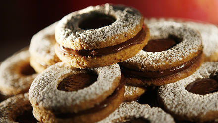 Hazelnut-chocolate Linzer cookies