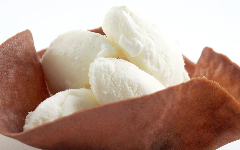 Tangy frozen lemon yogurt