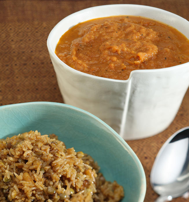 Kushary (rice, lentils and pasta with tomatoes)