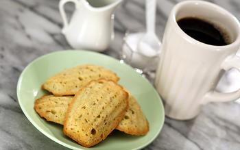 Pistachio madeleines