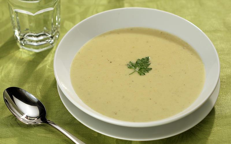 Brie 'n' apple soup