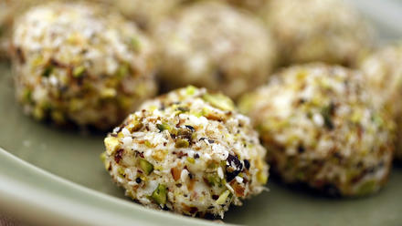 Cream cheese balls with sesame and pistachios