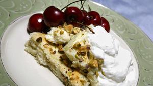 Yogurt cake with pistachios