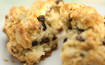 Black currant scones