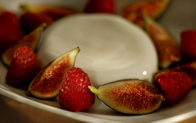 Vanilla panna cotta with seasonal fruit