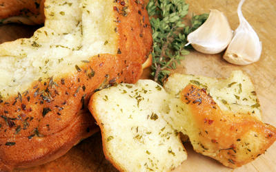Olive oil-thyme monkey bread