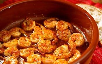 Sizzling shrimp with garlic and hot pepper