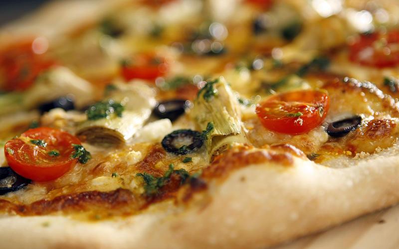 Cafe del Rey's Mediterranean pizza