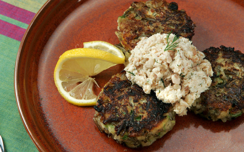 Wild rice cakes with smoked trout