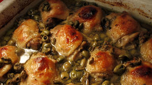Chicken thighs with honey, olives and oregano