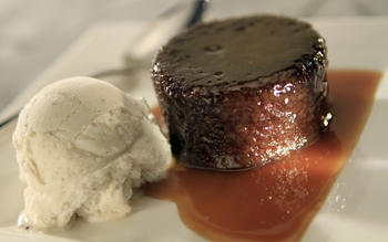 Warm sticky toffee cake