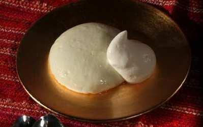 Muhallebi (ground rice pudding)