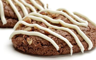 White chocolate turtle cookies