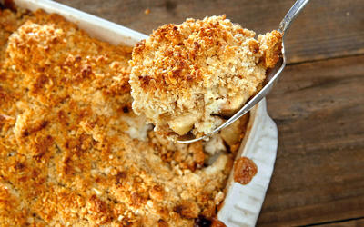 Spiced apple cobbler crumble