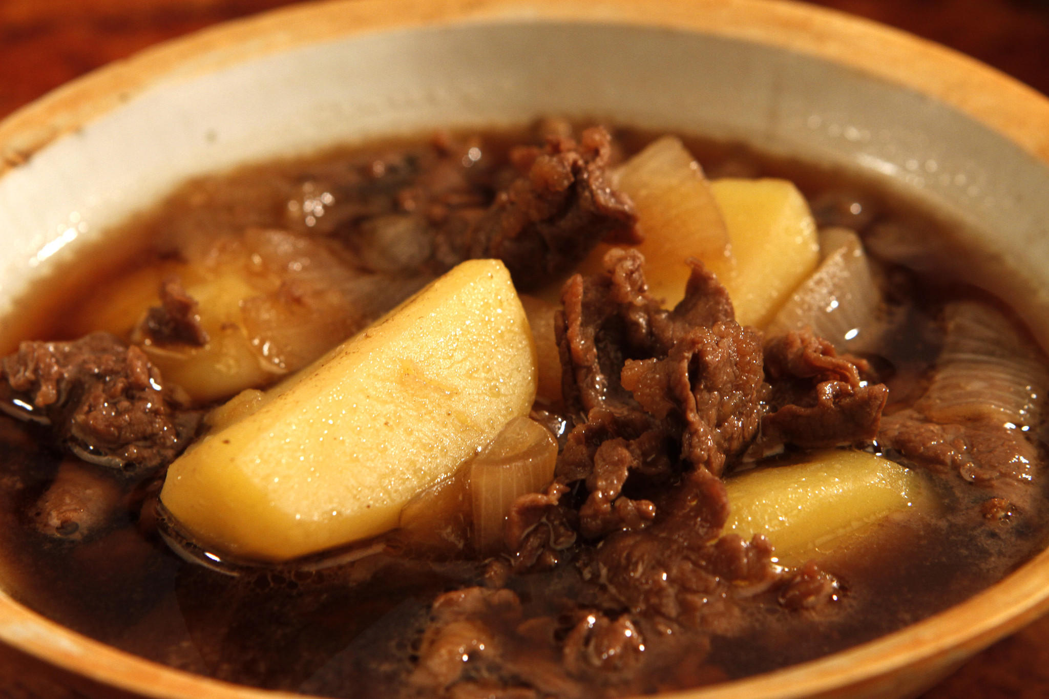 Recipe: Nikujaga (braised sukiyaki-style beef with ...