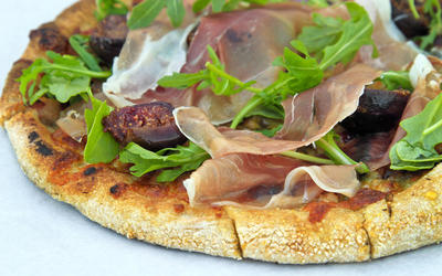 Fig and prosciutto flatbread