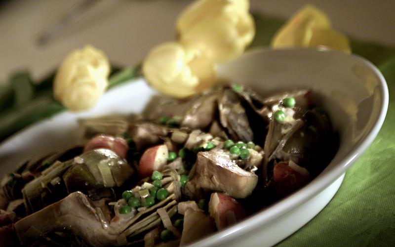 Artichokes braised with fennel, leeks and peas