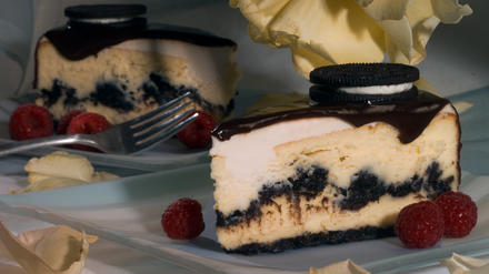 Oreo Cheesecake with chocolate glaze