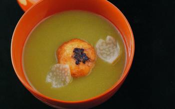 Pea soup with shrimp balls