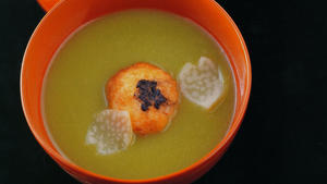 Pea soup with shrimp balls