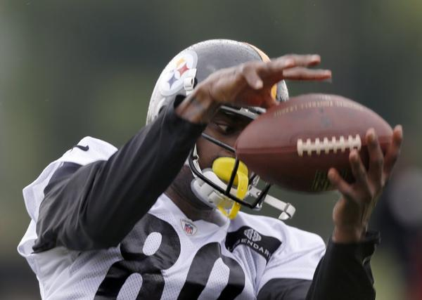 Plaxico Burress suffered a severe shoulder injury in training camp.