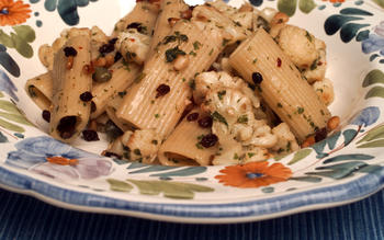 Rigatoni with cauliflower
