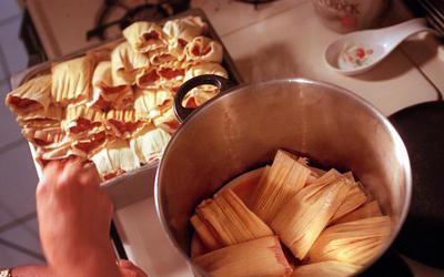 Beef and mole tamales (Tamales de res y mole)