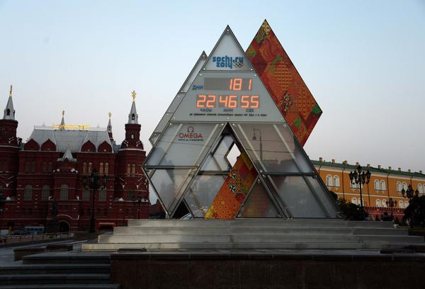 General view of the countdown clock to the 2014 Winter Olympics in Sochi in front of the Kremlin and Red Square.