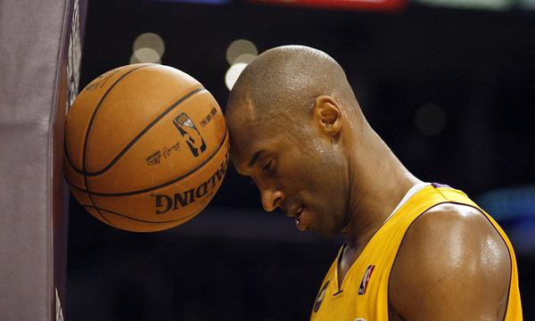 Can Kobe Bryant help the new-look Lakers develop a team-first mentality?