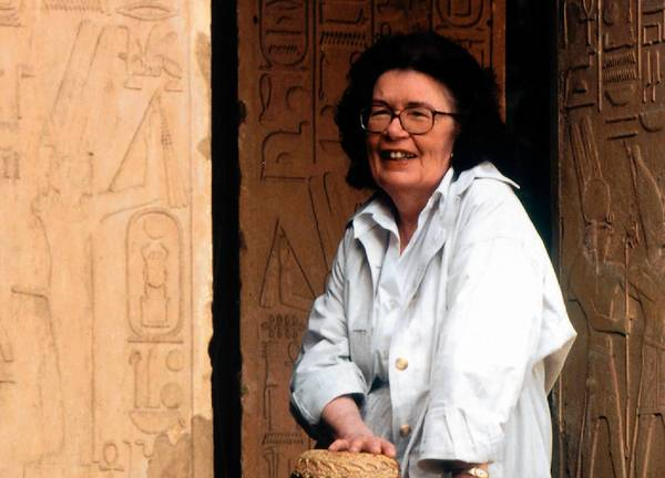 Barbara Mertz, who wrote dozens of mystery and suspense novels under two pseudonyms and was also an Egyptologist , has died at 85.