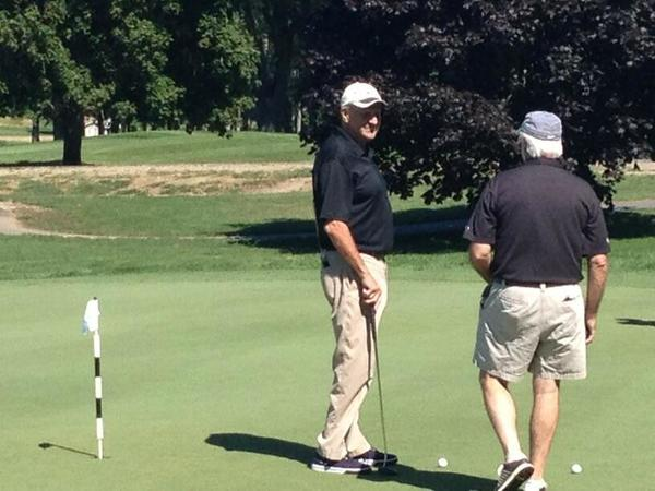 Jim Calhoun on the putting green at Mohegan Sun Country Club.