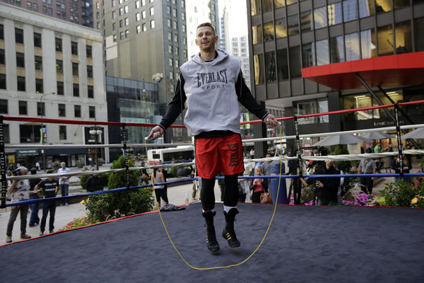 Chicago resident and boxer Andrzej Fonfara works out on Michigan Avenue during a promotional event in July. He'll fight Gabriel Campillo on Friday at U.S. Cellular Field
