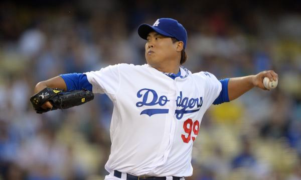 Dodgers starter Hyun-Jin Ryu delivers a pitch during the Dodgers' 4-2 victory over the New York Mets on Tuesday.
