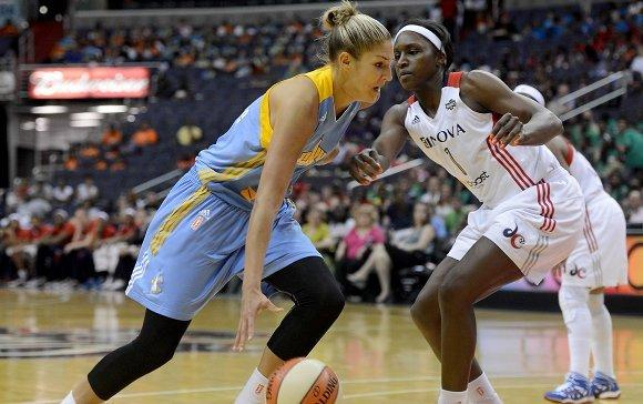 Elena Delle Donne driving on the Mystics Crystal Langhorne in the game when Delle Donne later suffered a concussion.