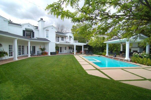 """Twilight"" star Peter Facinelli and his wife, actress Jennie Garth, have sold their home in Toluca Lake."