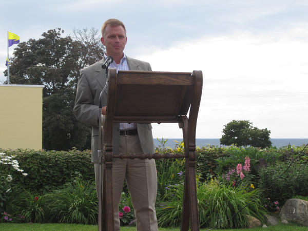 Hans Voss, executive director of the Michigan Land Use Institute was asked to speak at the Petoskey-Harbor Springs Area Community Foundations recent annual meeting to highlight the foundations strategic Good Food initiative.