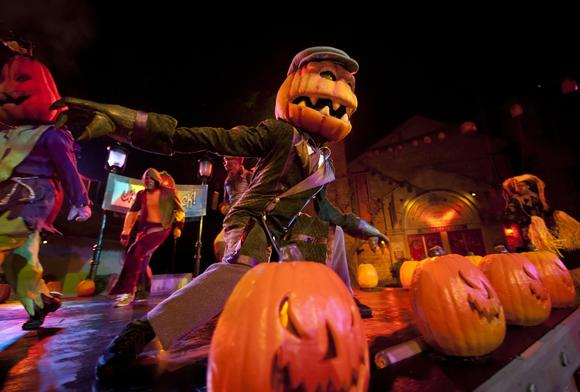 Howl o scream at busch gardens returns sept 13 2013 - Busch gardens williamsburg halloween ...
