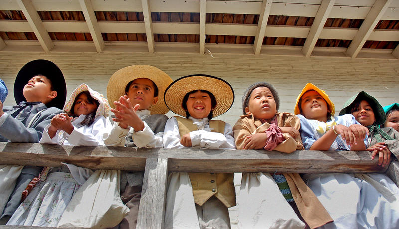 Fourth-graders at Sutter's Fort. (Christopher Reynolds / Los Angeles Times)