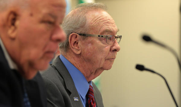 Acting Metra chairman Jack Partelow, right, chairs the board meeting at Metra headquarters today.