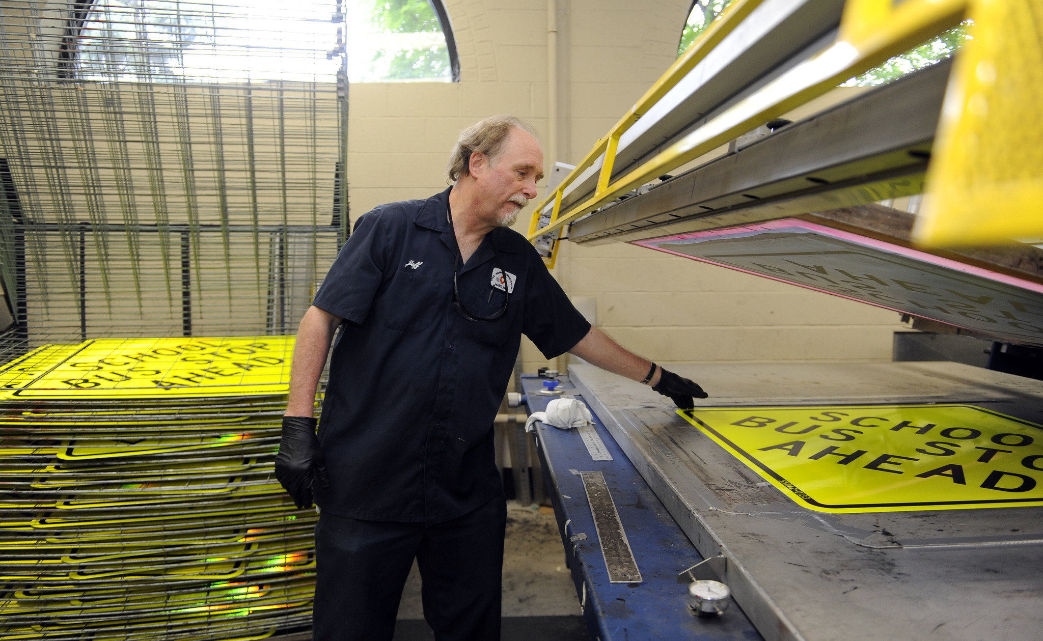 state sign shop helps keep maryland motoring