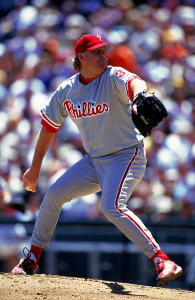 Pitcher Curt Schilling #38 of the Philadelphia Phillies pitches during an MLB game on May 29, 2000 against the San Francisco Giants at Pacific Bell Park in San Francisco, California.