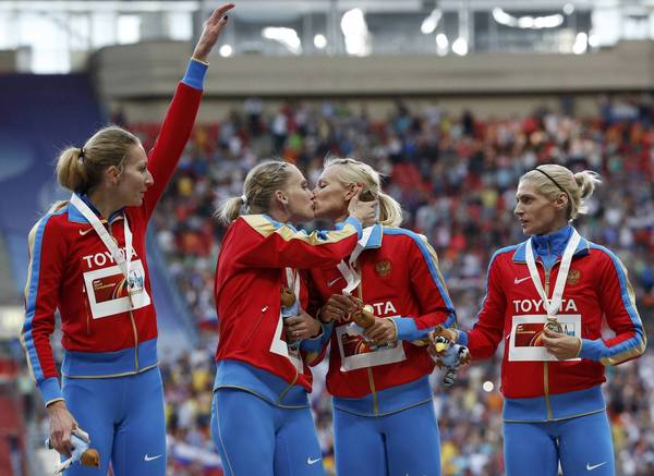 Russia's Kseniya Ryzhova and Tatyana Firova kiss during the women's 4x400-meter relay victory ceremony during the IAAF World Athletics Championships in Moscow.